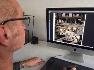 Zeichner Holger Klein bei der Arbeit an einem neuen Comic.