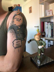 Autor mit Tattoo...