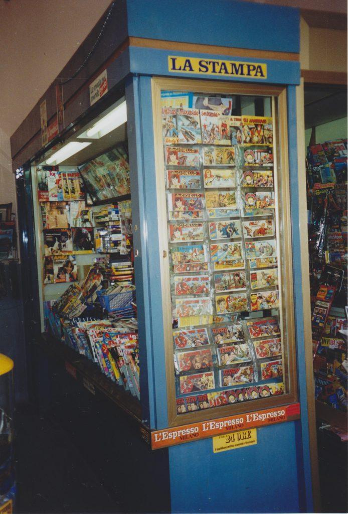 Nostalgie pur: Akim und seine Väter. Auch am legendären Bahnhofs-Kiosk.